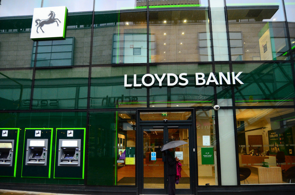 lloyds bank open today