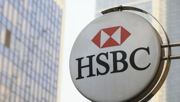 hsbc closes 82 branchs in uk breaking news